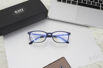 Sử dụng kính không độ đúng cách để bảo vệ mắt.